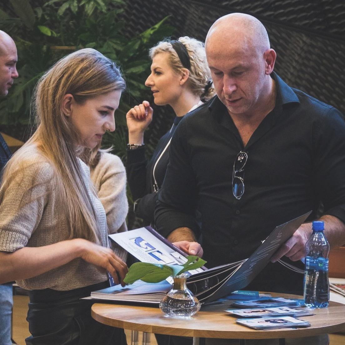 Krzysztof Miruć na stoisku Architected Sound podczas targów 4 Design Days