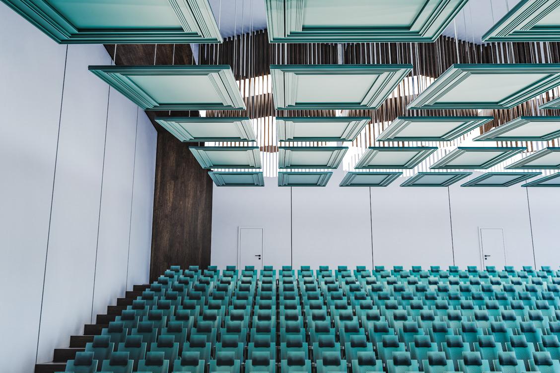 Wizualizacja sali wykładowej, w której zastosowano panel akustyczny odbijające Reffuzor