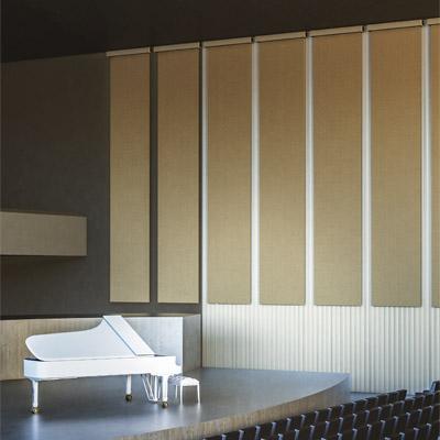 Architected Sound Up-Sorber Roll - Rozwijany baner akustyczny dźwiękochłonny w sali koncertowej