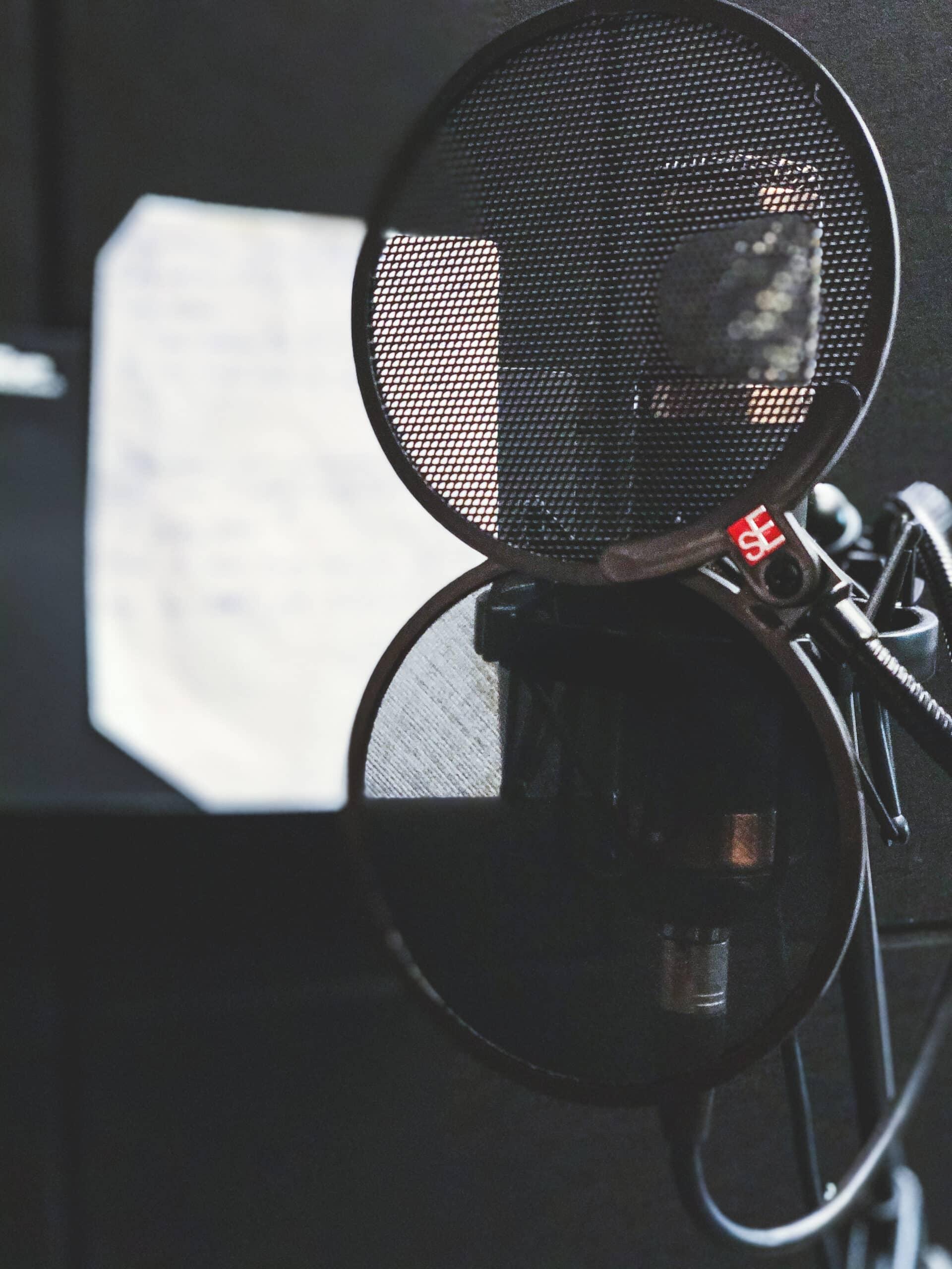 Mikrofon w studio nagraniowym Architected Sound
