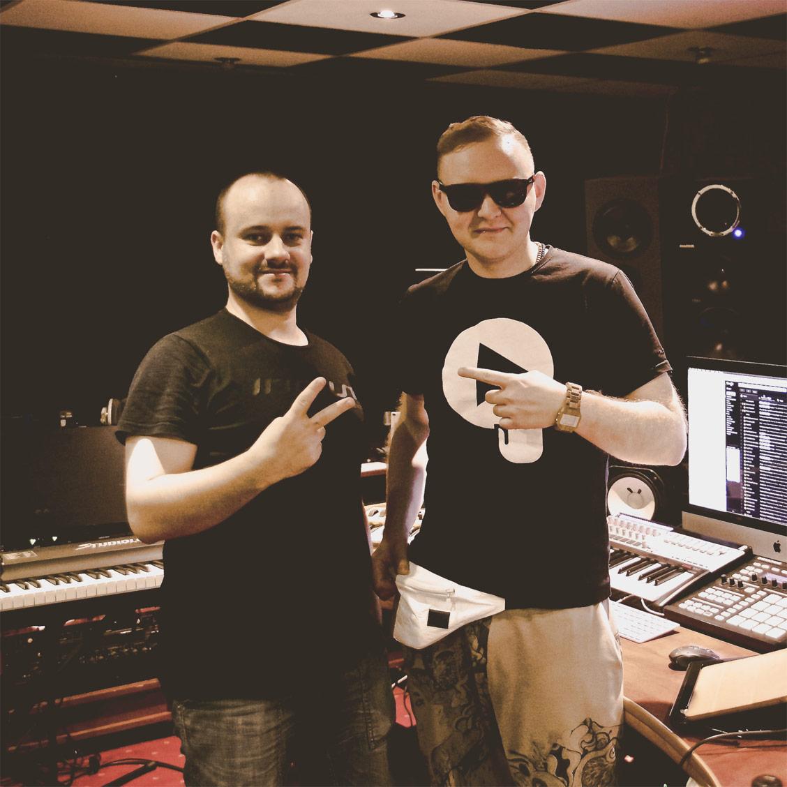 PUK Music i Jarosław JARO Baran w studio nagraniowym Architected Sound
