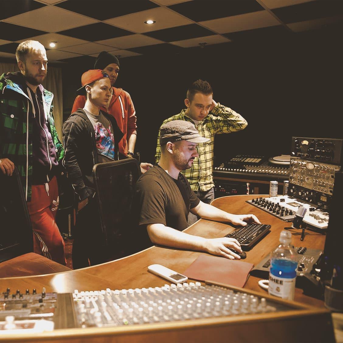 Zespół ENEY i Jarosław JARO Baran w studio nagraniowym Architected Sound