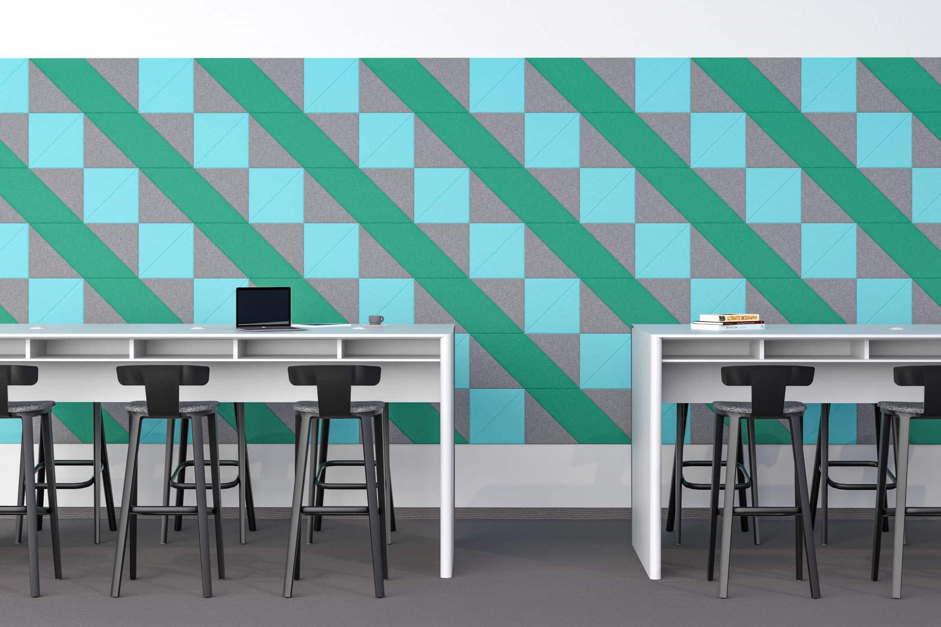Panele dekoracyjne dźwiękochłonne w kształcie rombów i trójkątów na ścianie w przestrzeni biurowej