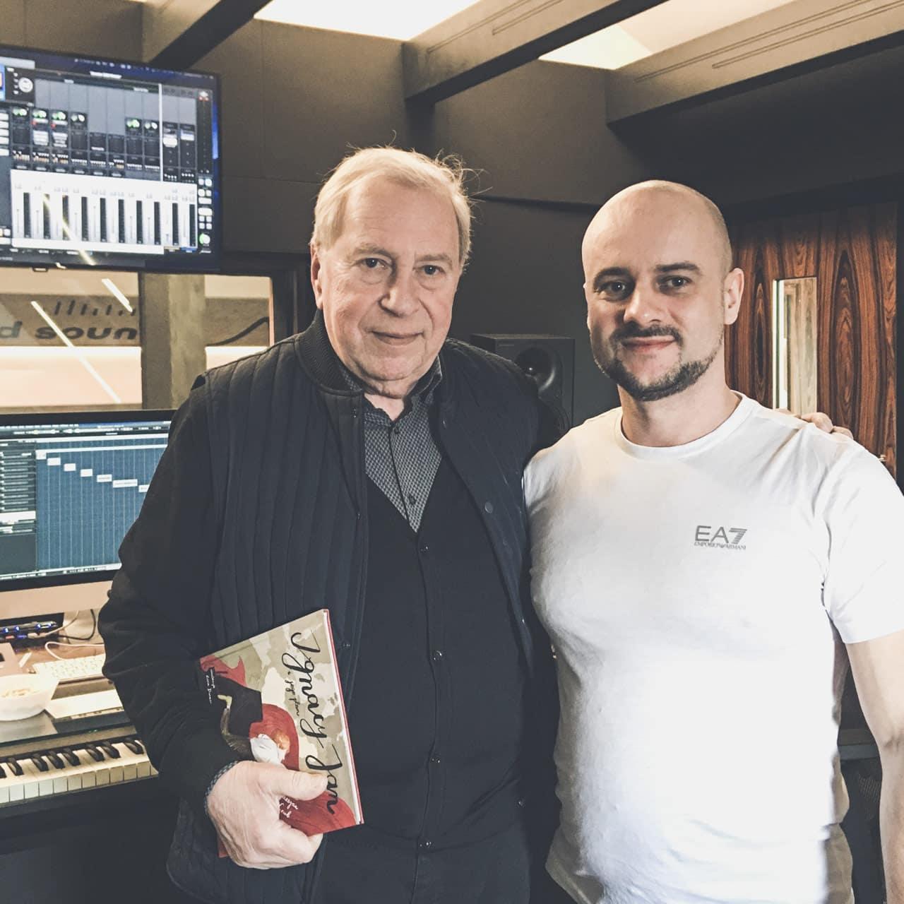 Jerzy Stuhr i Jarosław JARO Baran w studio nagraniowym
