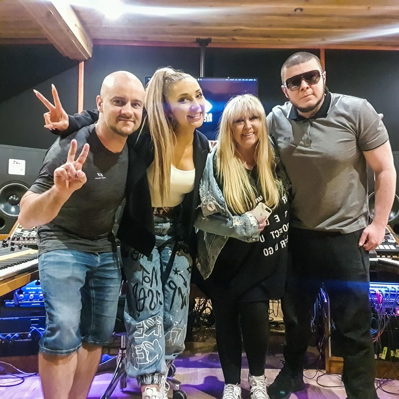 Realizacja nagrania w warszawskim studiu nagraniowym Black Kiss Records. Maryla Rodowicz, Cleo, Donatan